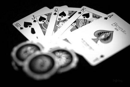 Đánh bài trực tuyến ăn tiền thật với trò Poker
